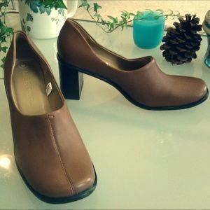 Merona leather shoes, size 6